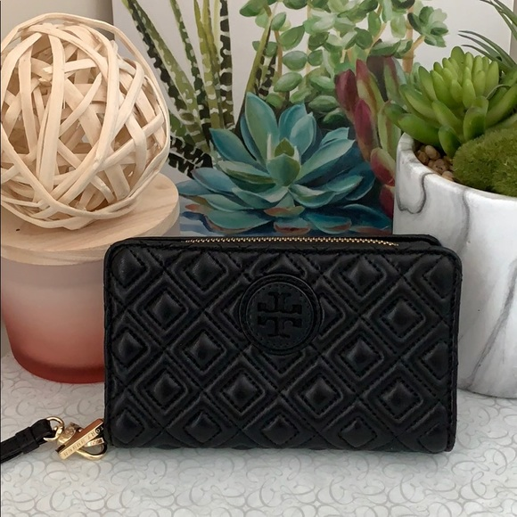 Tory Burch Handbags - • Tory Burch Quilted Wristlet Wallet •